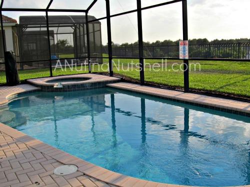 Global-Resort-Homes-hot-tub-pool-area