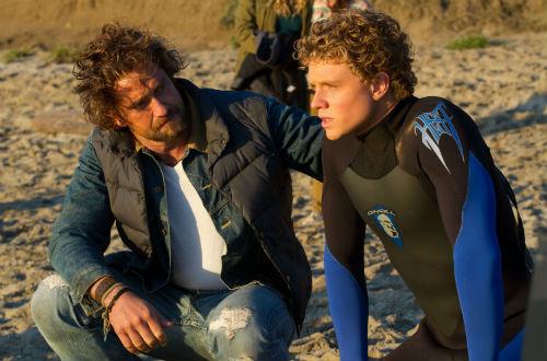 Chasing-Mavericks-Gerard-Butler-Jonny-Weston-beach-scene