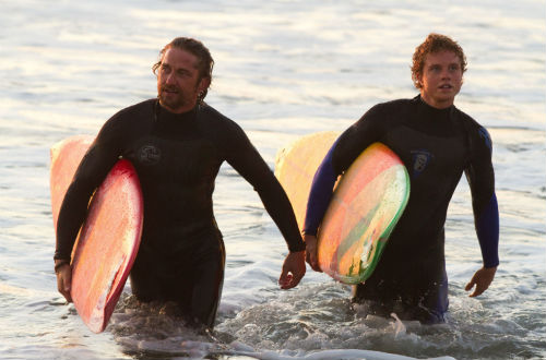 Chasing-Mavericks-Gerard-Butler-Jonny-Weston-surfing