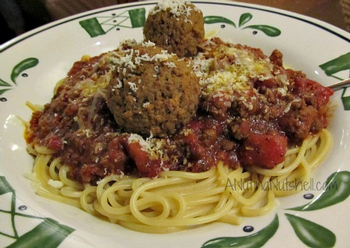 Olive-Garden-spaghetti-with-meat-sauce-meatballs