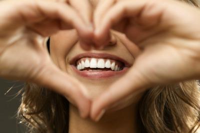 smiling-girl-heart