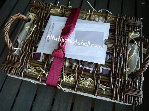 Sharis-Berries-deluxe-Christmas-nuts-gift-basket