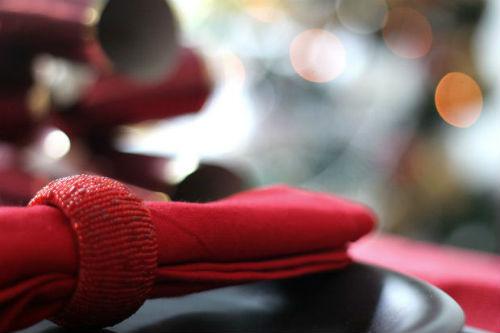 holiday-napkins-at-table