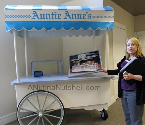 Auntie Anne's pretzel cart