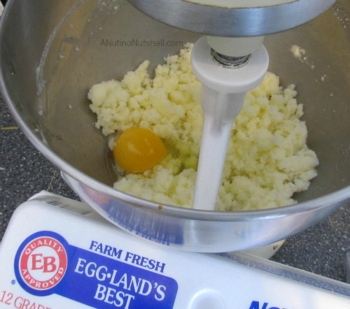 making-cookies-with-Egglands-Best-eggs