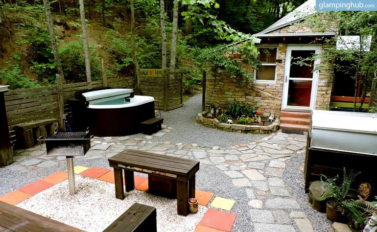 intimate-eco-friendly-bungalow-north-carolina-glamping