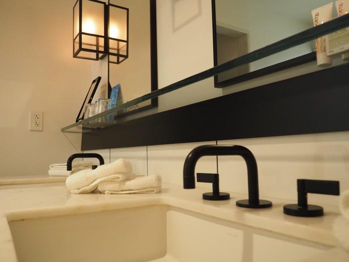 21C Cincinnati Bathroom