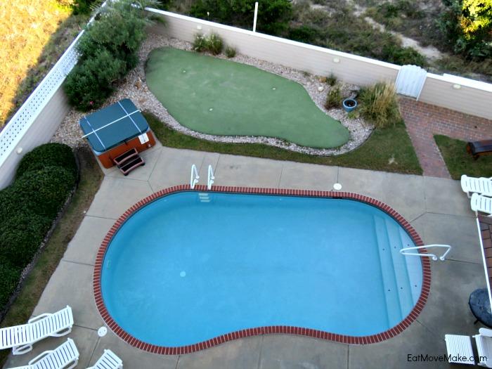 swimming pool, hot tub and putting green - Walkin' On Sunshine - Avon NC Beach House