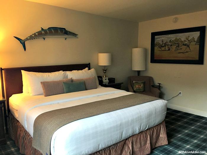 Graduate Hotel Charlottesville guest room