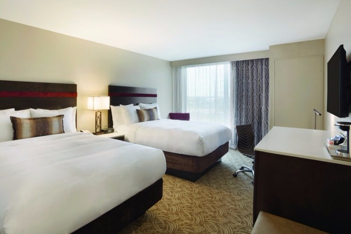 Radisson Hotel Schaumburg guest room