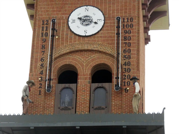 would-be-train-robbers-nat-barrett-and-willy-majors-in-click-tower-grapevine-tx