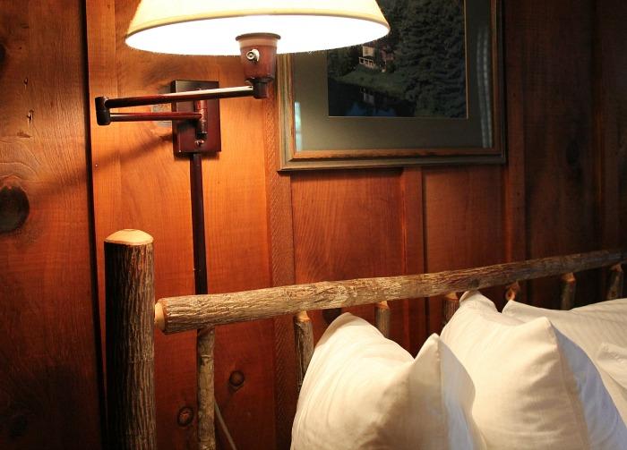 cabin-bedroom-high-hampton-inn