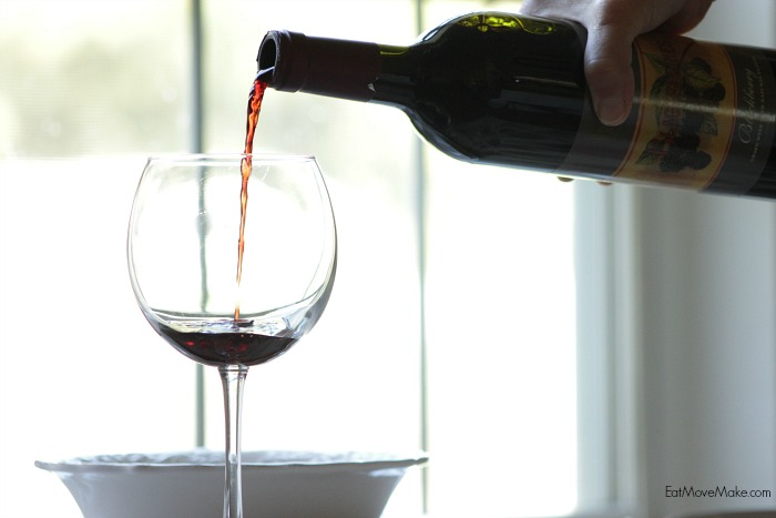 pouring-wine-for-meal