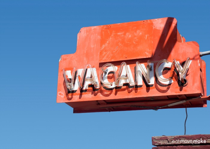 find-hotels-along-a-route hotel vacancy sign