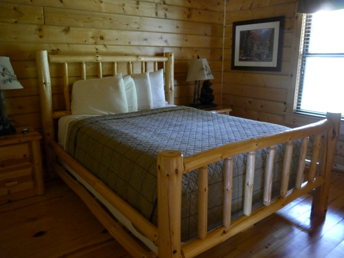 White Oak Lodge Resort cabin bedroom