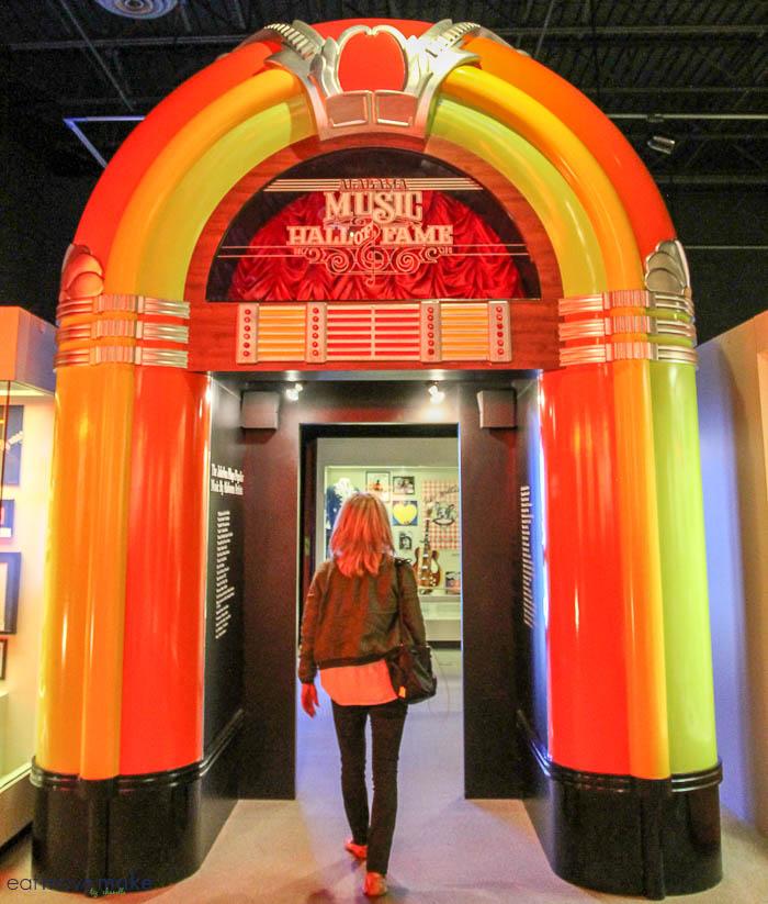 giant jukebox at Alabama Music Hall of Fame