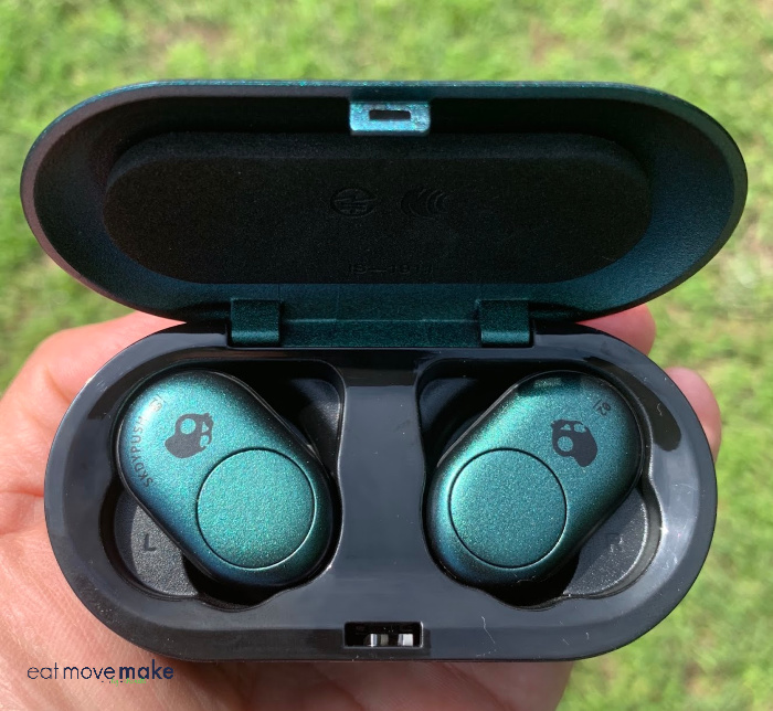 bluetooth earbuds - SkullCandy wireless earbuds